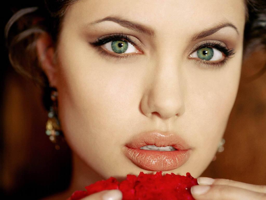 ممثلات هوليود  Angelina-Jolie-10